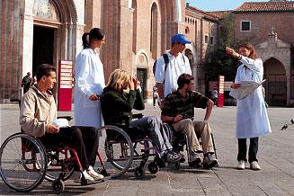 Assistente turistico per disabili