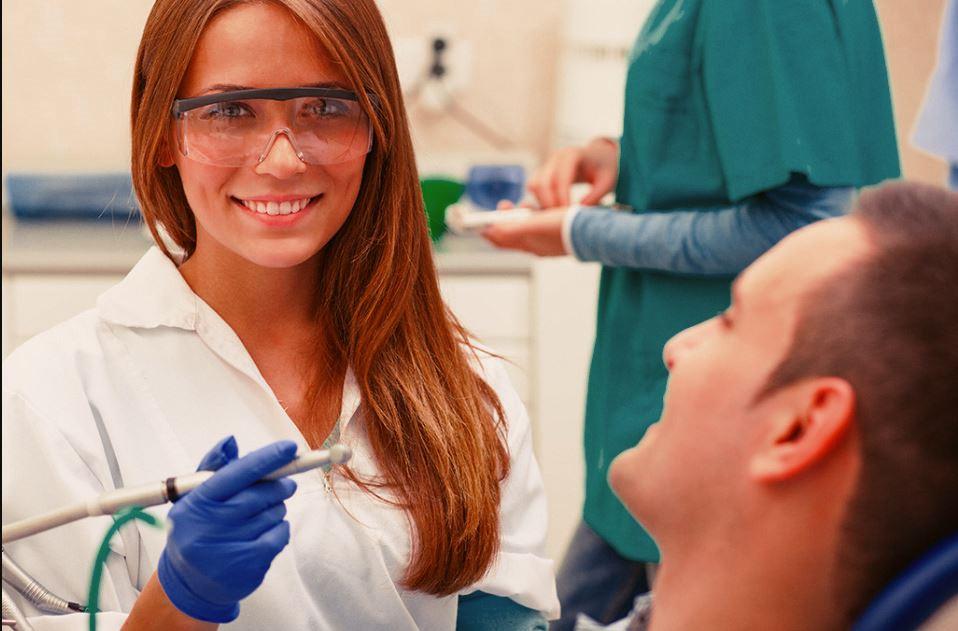 Corso assistente alla poltrona odontoiatrica